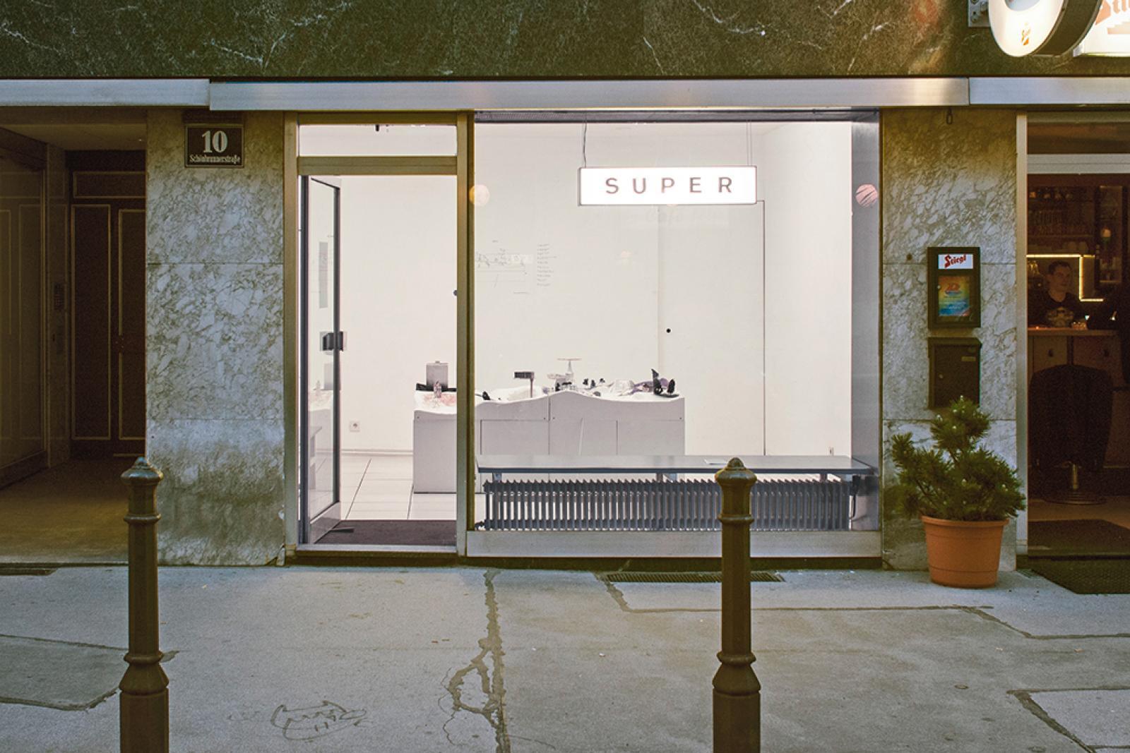 Window front of Kunstraum Super