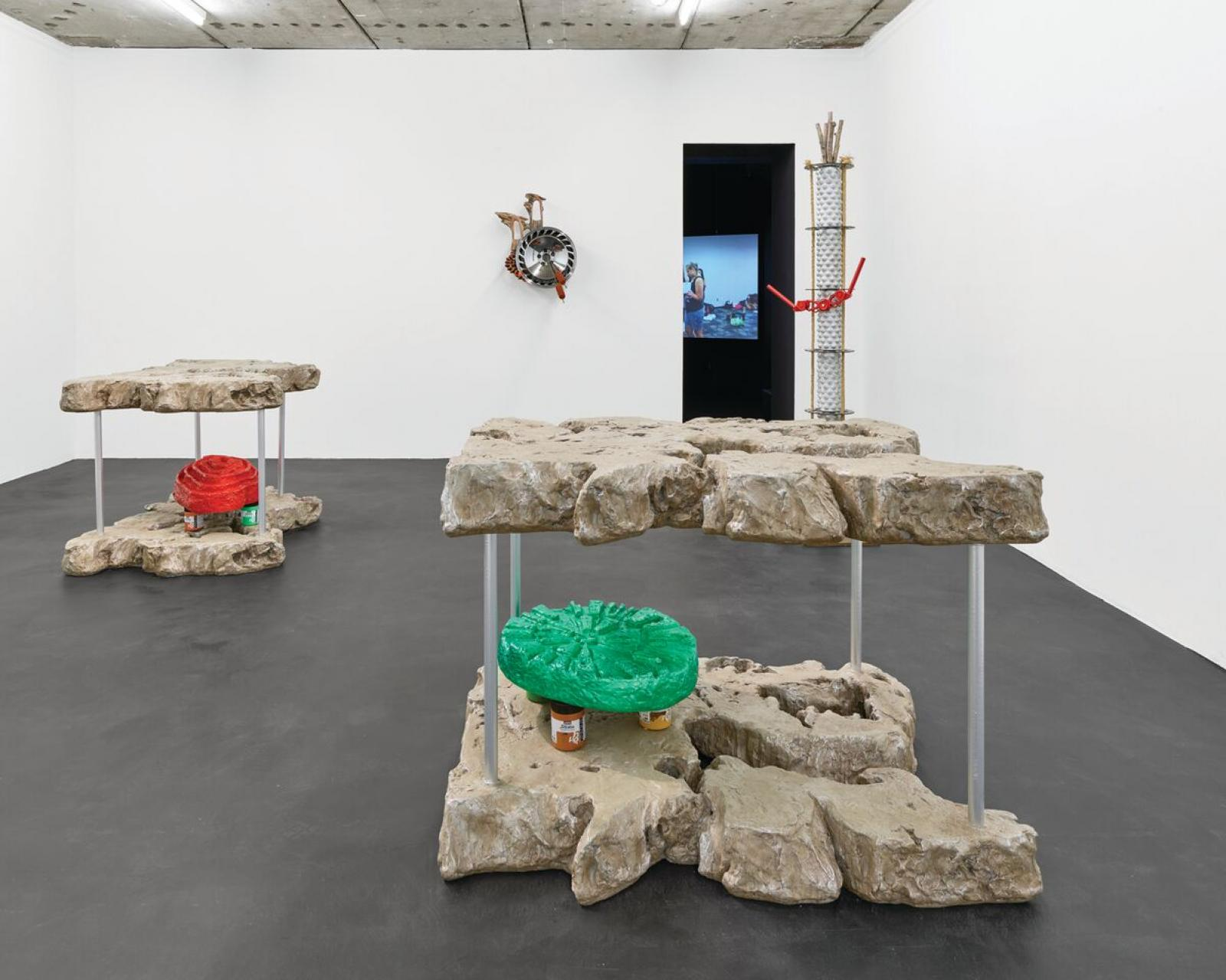 Guan Xiao /Living Sci-Fi, under the red stars installation view at Kraupa-Tuskany Zeidler/