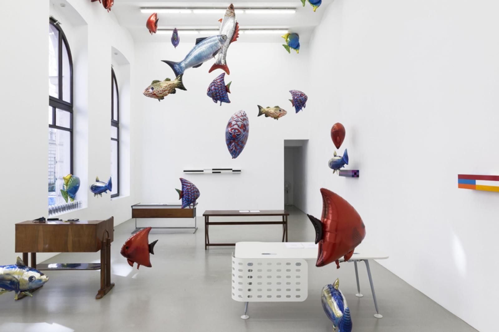 """Schreibtischuhr"" (installation view, 2017) Photo: Marcel Koehler;Courtesy Meyer Kainer, Wien curated by John Rajchman, artists selected by Liam Gillick,Galerie Meyer  Kainer"
