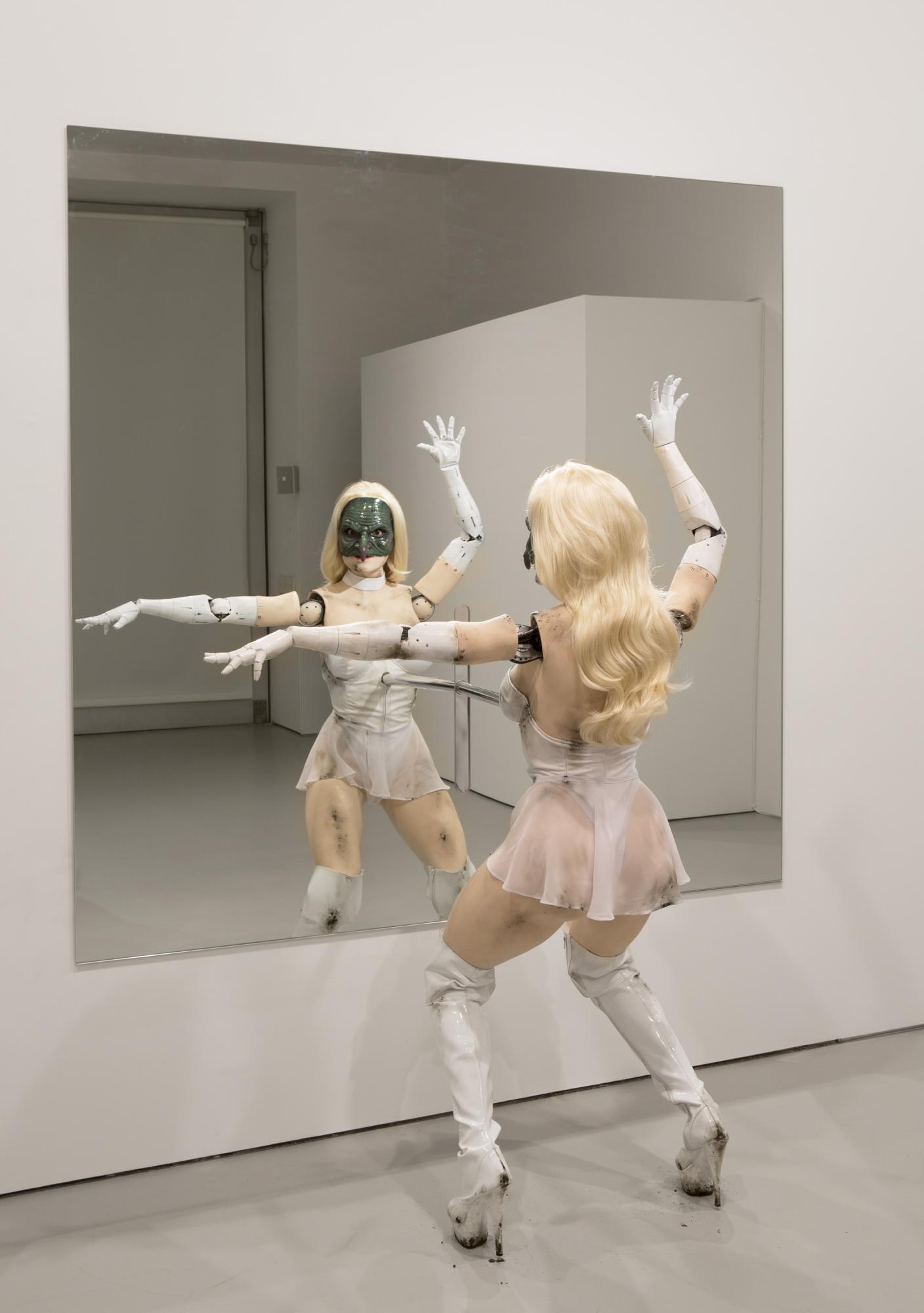 Hacer Larry Belmont adecuado  Jordan Wolfson's robot: In the Moment of Terror | Spike Art Magazine