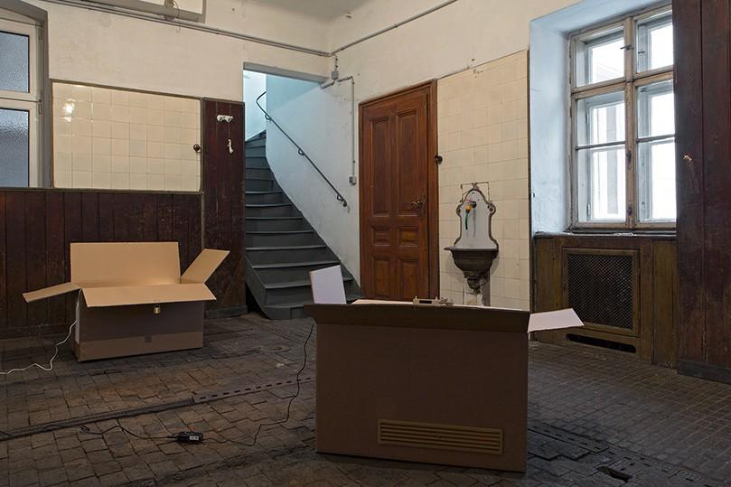 """Gina Folly """"I want to live in my city"""" (2017); installation view at Ermes Ermes"""
