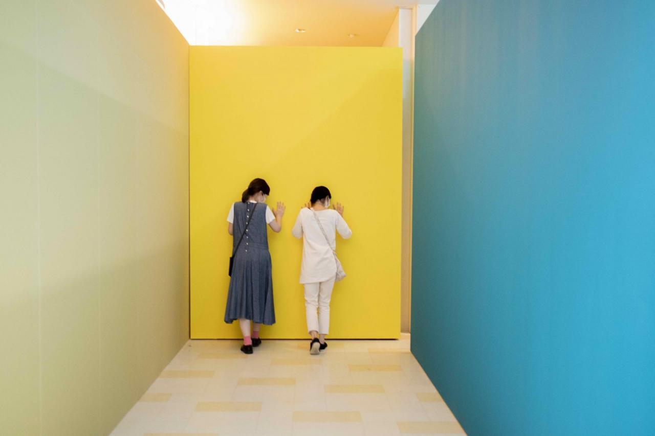 Iikawa Takehiro, DECORATOR CRAB, Arrangement, Adjustment, Movement , 2020, installation at Yokohama Triennale 2020. ©Iikawa Takehiro Yokohama Triennale 2020