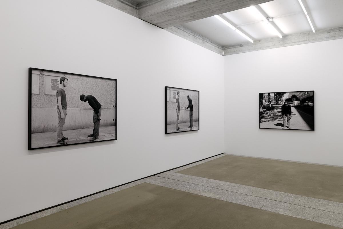 Artur Zmijewski In Between (2018),Installationsansicht St.Gallen Courtesy the artist and Galerie Peter Kilchmann, Zürich; Photo: Sebastian Stadler