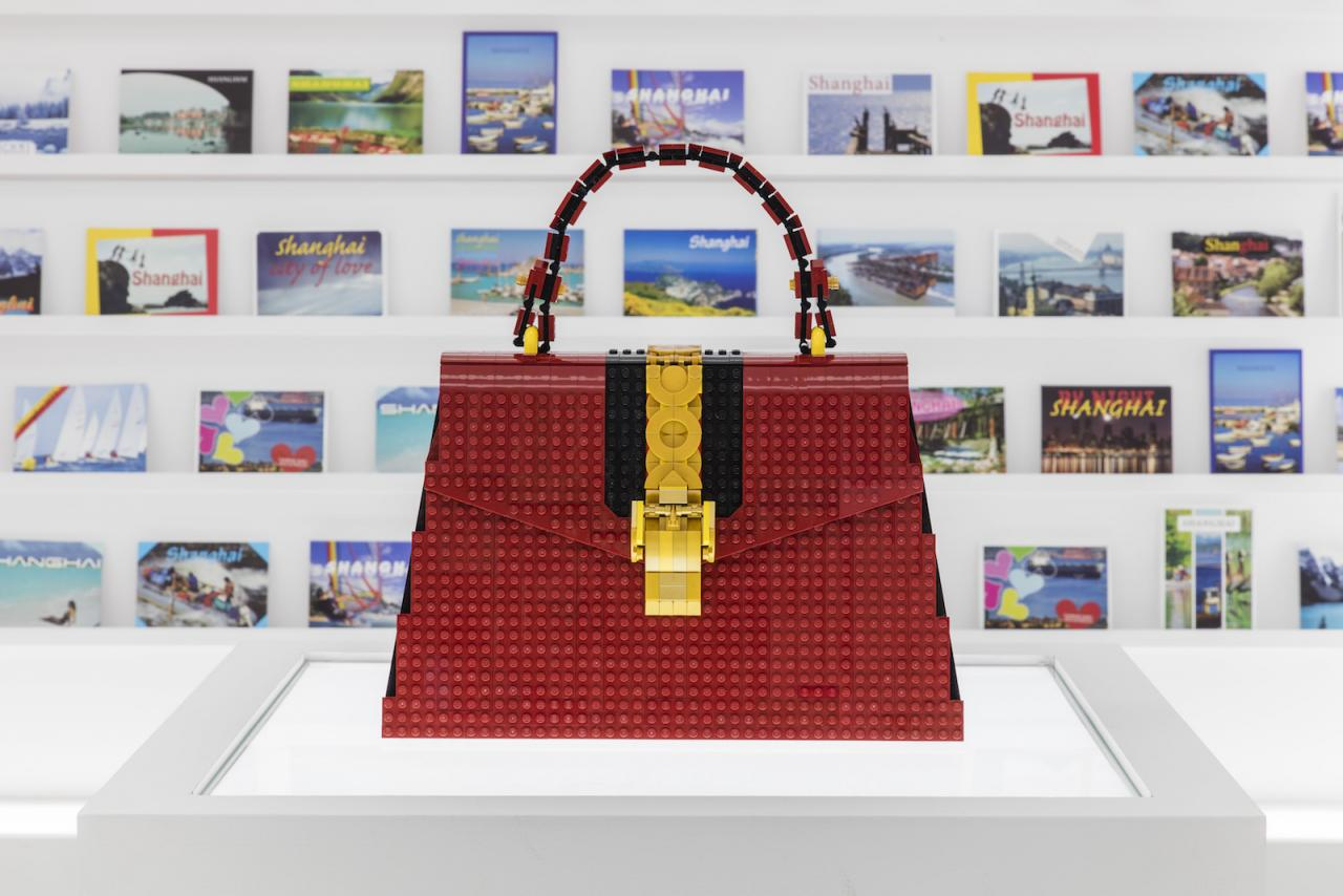 Andy Hung Chi-Kin (LEGO Certified Professional) Gucci Sylvie bag made with LEGO bricks Courtesy of Gucci