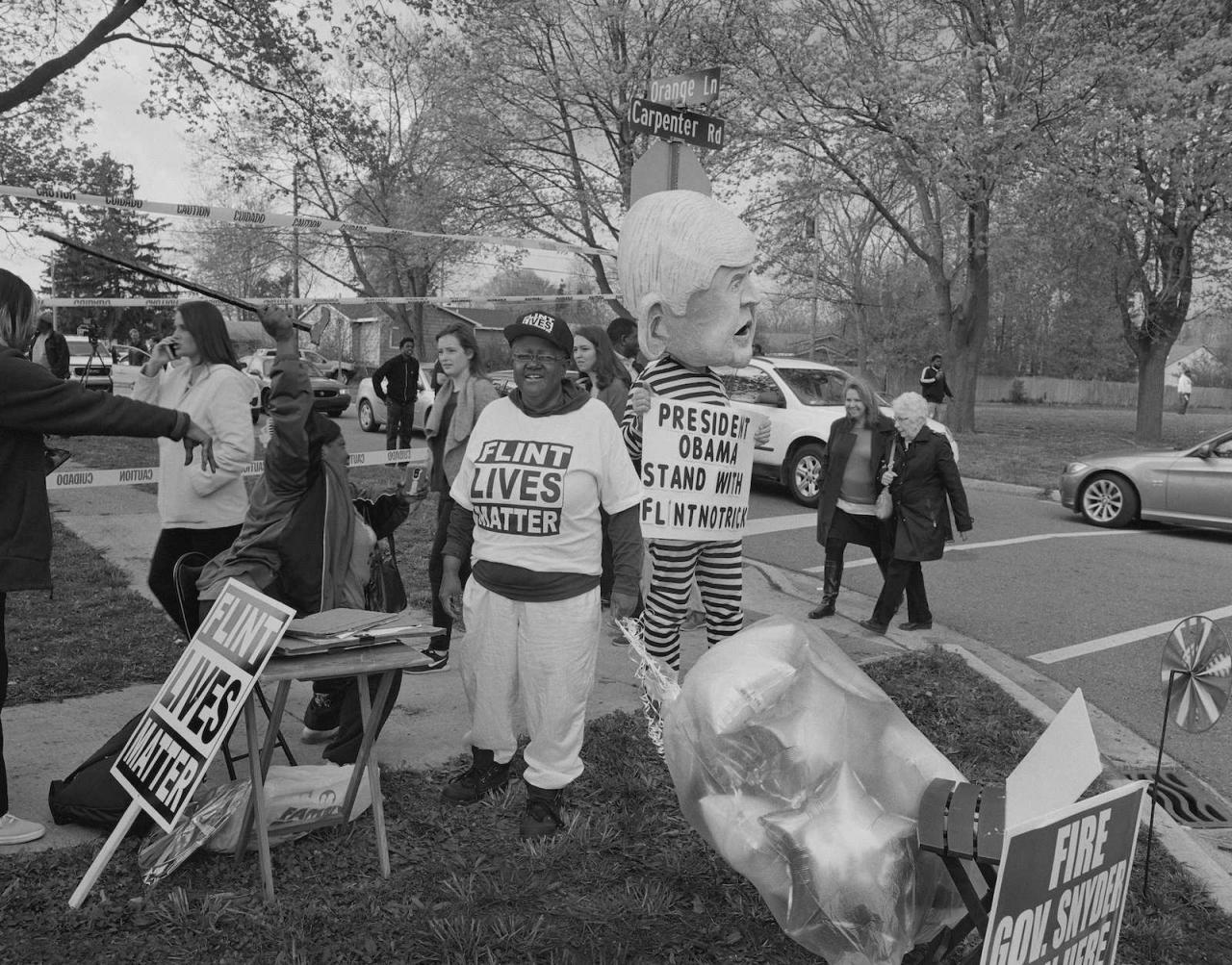 LaToya Ruby Frazier, Students and Residents outside Northwestern High School (est. 1964) awaiting the arrival of President Barack Obama, May 4th 2016, III