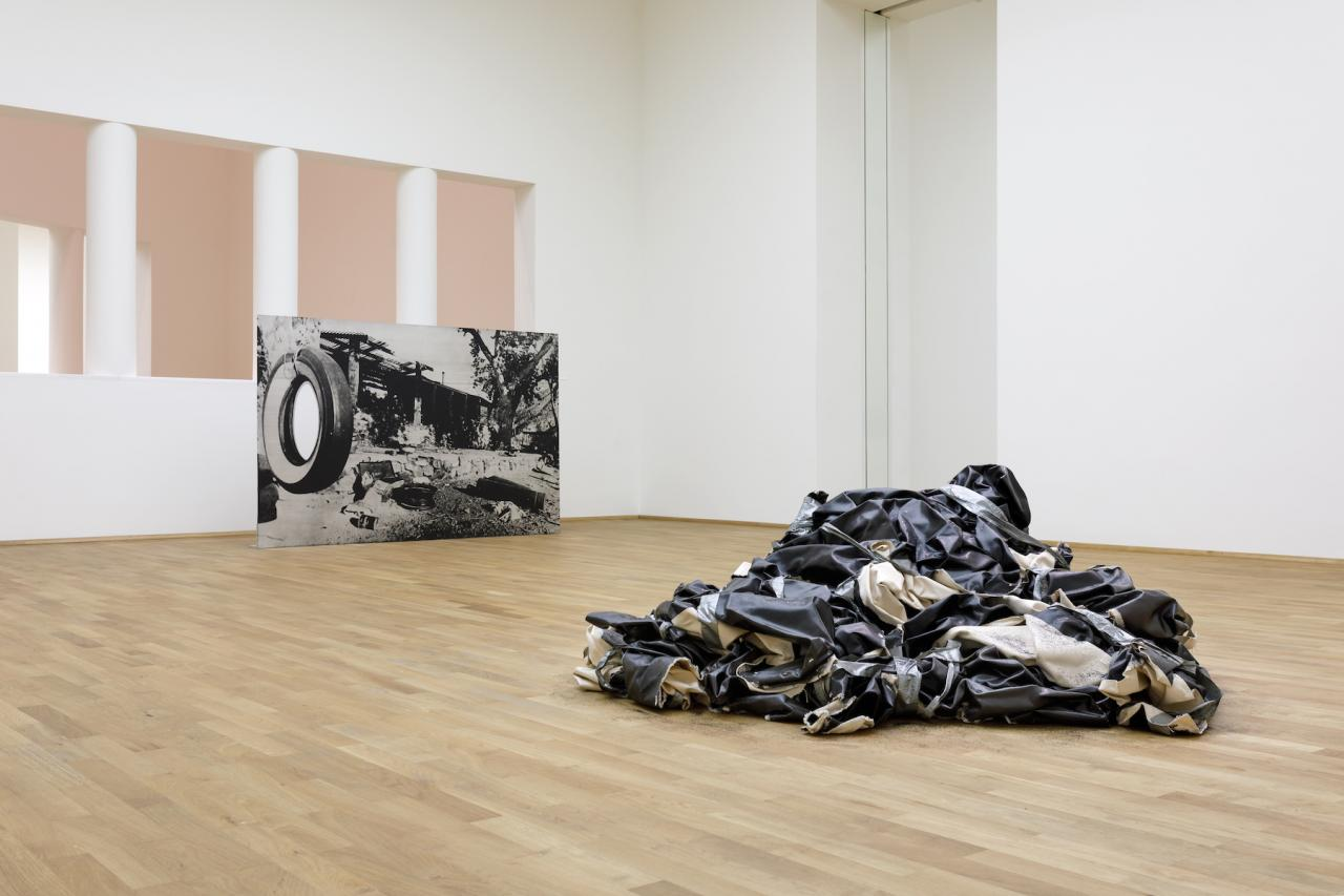 "Front: Steven Parrino, Bradley ""The Beast"" Field R.I.P.  (1997) Back: Cady Noland, Trashing Folgers  (1993/1994), Collection FRAC Grand Large- Hautsde-France, Dunkerque (FR) Installation view MUSEUM MMK FÜR MODERNE KUNST, © Steven Parrino. Courtesy the Steven Parrino Estate/Gagosian Gallery; Photo: Axel Schneider"