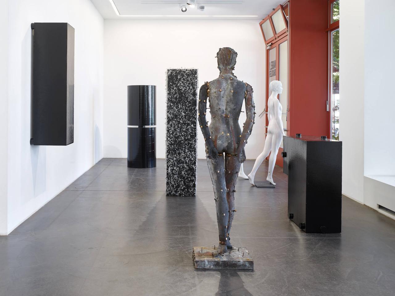 "Installation view of Heimo Zobernig, ""fast mies"" (2021) at Nagel Draxler. Photo:Simon Vogel"