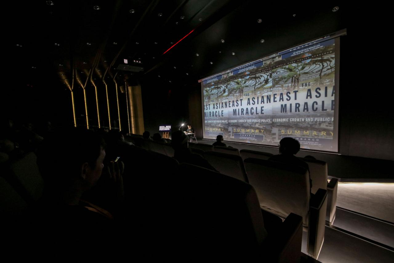 Ho Rui An In Search of Asia the Unmiraculous (lecture, 2018) © Photo: Courtesythe Yinchuan Biennale