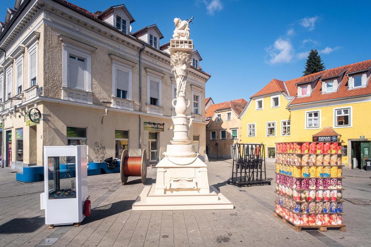 Andreas Siekmann, After Dürer , 2019, installation, Griesplatz, Graz,photo: Mathias Völzke