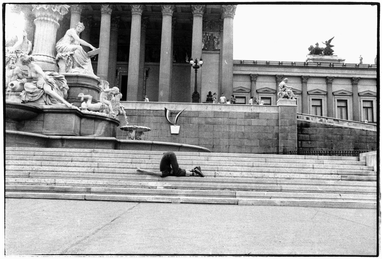 "VALIE EXPORT Unsichtbare Gegner aus der Serie ""Körperkonfigurationen""(1972) LENTOS Kunstmuseum / VALIE EXPORT Center Linz © Bildrecht Wien, 2017 "