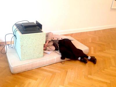 """Zusammengezimmerten """"Viewing Stations"""" von Jon Rafman"""