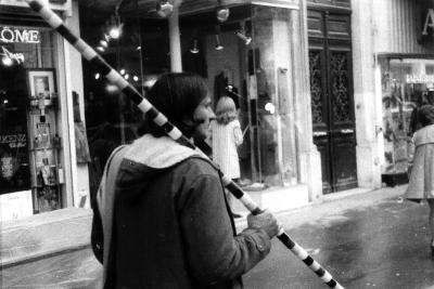 Andrei Cădere, Promenade during an exhibition organised by the Galerie des Locataires, Paris, April 1973 (Courtesy of Ida Biard)