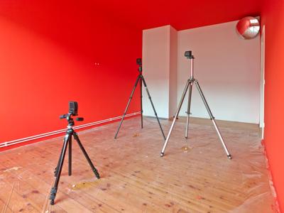 Sam Pulitzer »Nine Scarlet Eclipses for ›Them‹«, 2013 Installationsansicht, Lars Friedrich, Berlin Courtesy der Künstler und Lars Friedrich, Berlin. Foto: Simon Vogel