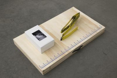 Win McCarthy, Folded Set , 2021. Shoebox, folded ruler, worktable, photographs, 99 × 58 × 20 cm. Courtesy: the artist and Galerie Neu, Berlin. Photo: Stefan Korte