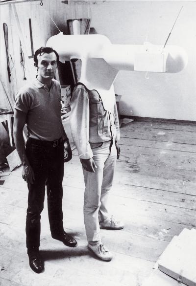 Walter Pichler, TV-Helm (Tragbares Wohnzimmer); Courtesy: Contemporary Fine Arts