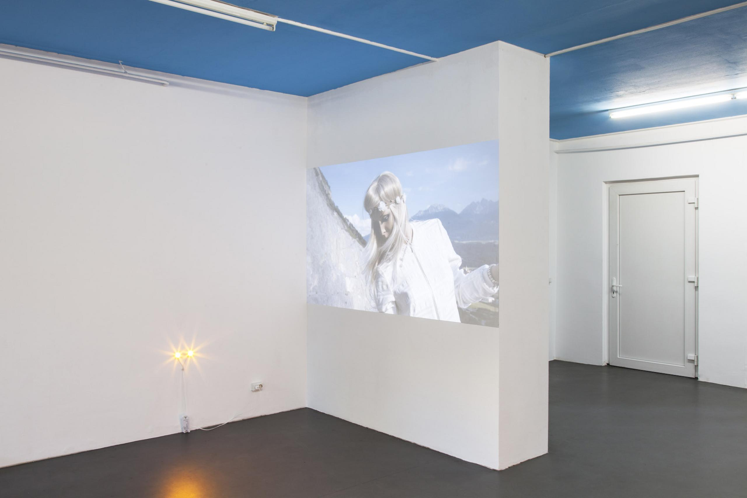 Jason Dodge, Lights the height of dogs eyes. Richard Hoeck & John Miller Mannequin Death, 2016, High definition digital video with sound, 3 mins 14 secs