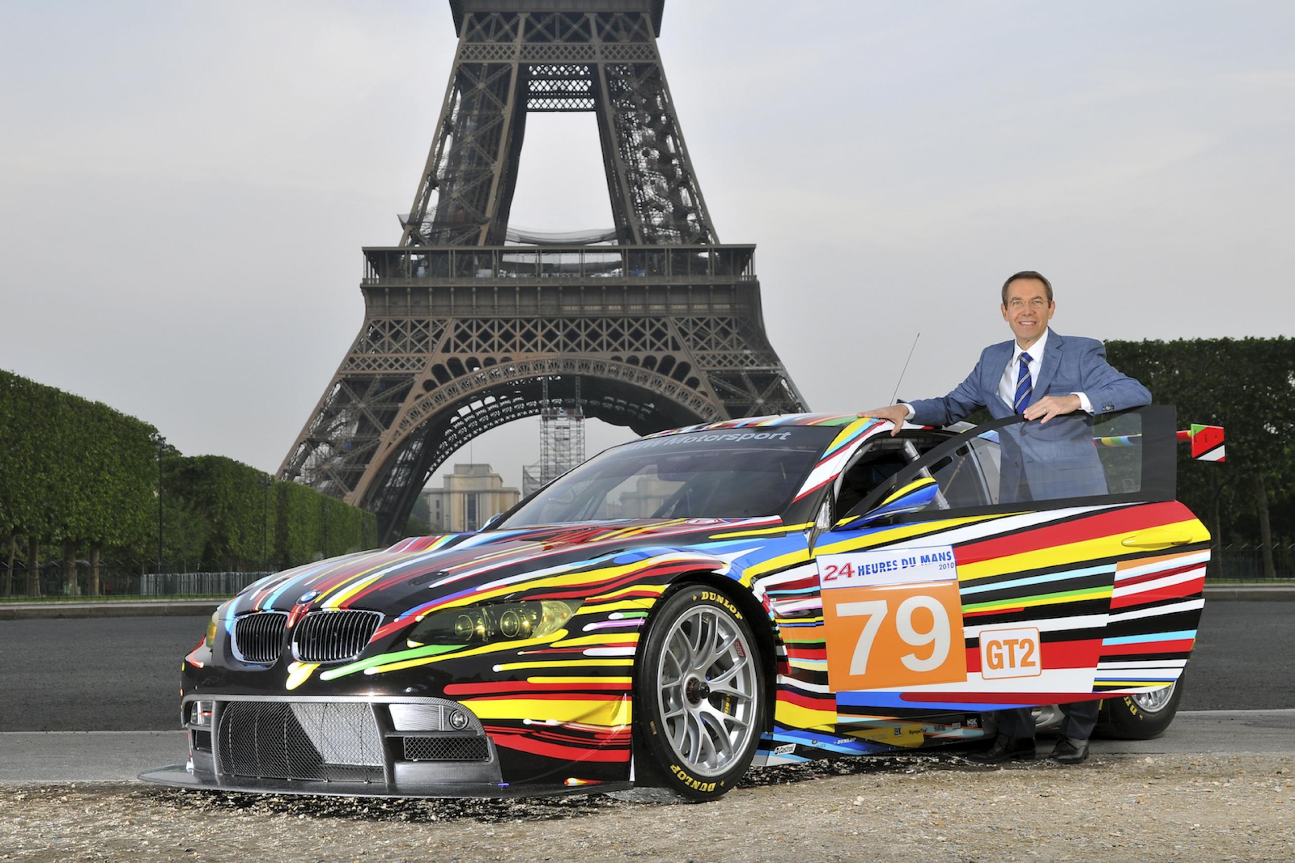 Jeff Koons with his BMW Art Car © BMW AG