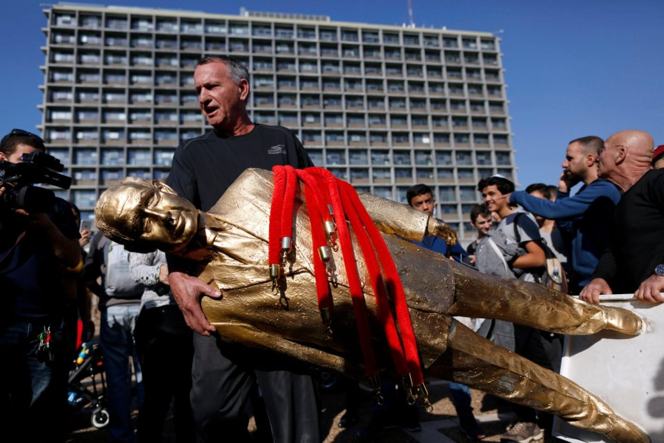 Italy Zalait's Netanyahu statue