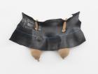 Senga Nengudi, Rubber Maid , 2011, Nylongewebe, Gummi und Sand Collection Amy Gold und Brett Gorvy © Senga Nengudi 2019
