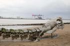 Huang Yong Ping, Serpent d'Océan , 2012, Aluminium, inox, 120 m © ADAGP Huang Yong Ping. Courtesy the artist and Le Voyage à Nantes